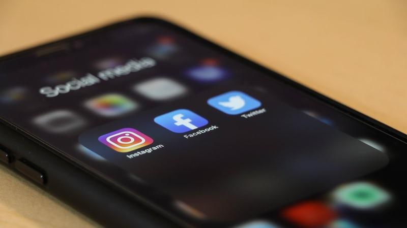 Ados et réseaux sociaux : comment les protéger ?